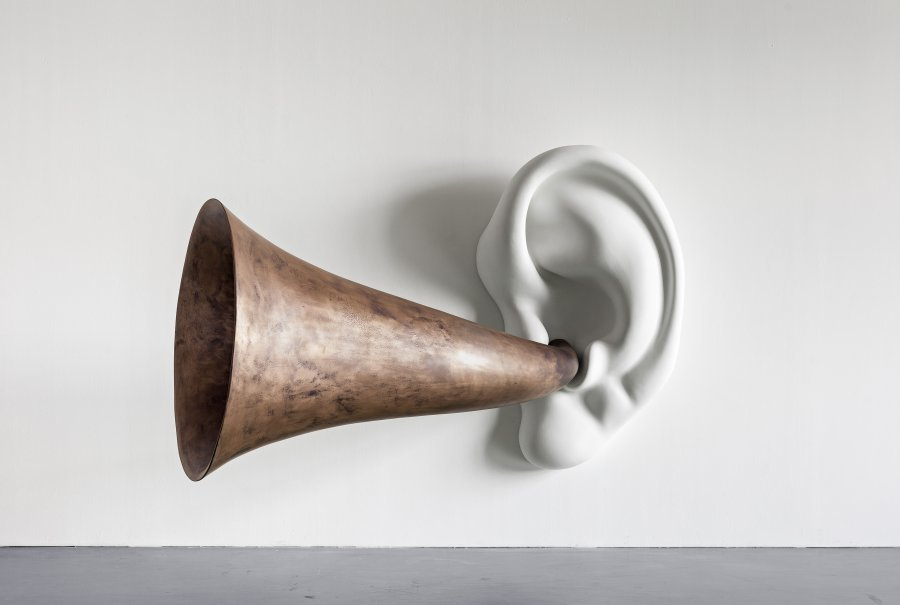 'Beethoven's Trumpet (With Ear) Opus # 133' (2007), de John Baldessari