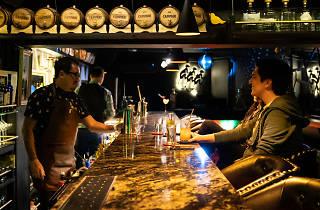Yellow Bird Bar: bar y club social para echar drinks en la Roma
