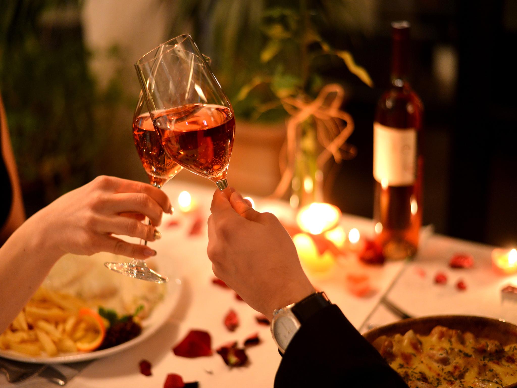 Entrega el anillo en una cena especial en restaurante de Polanco