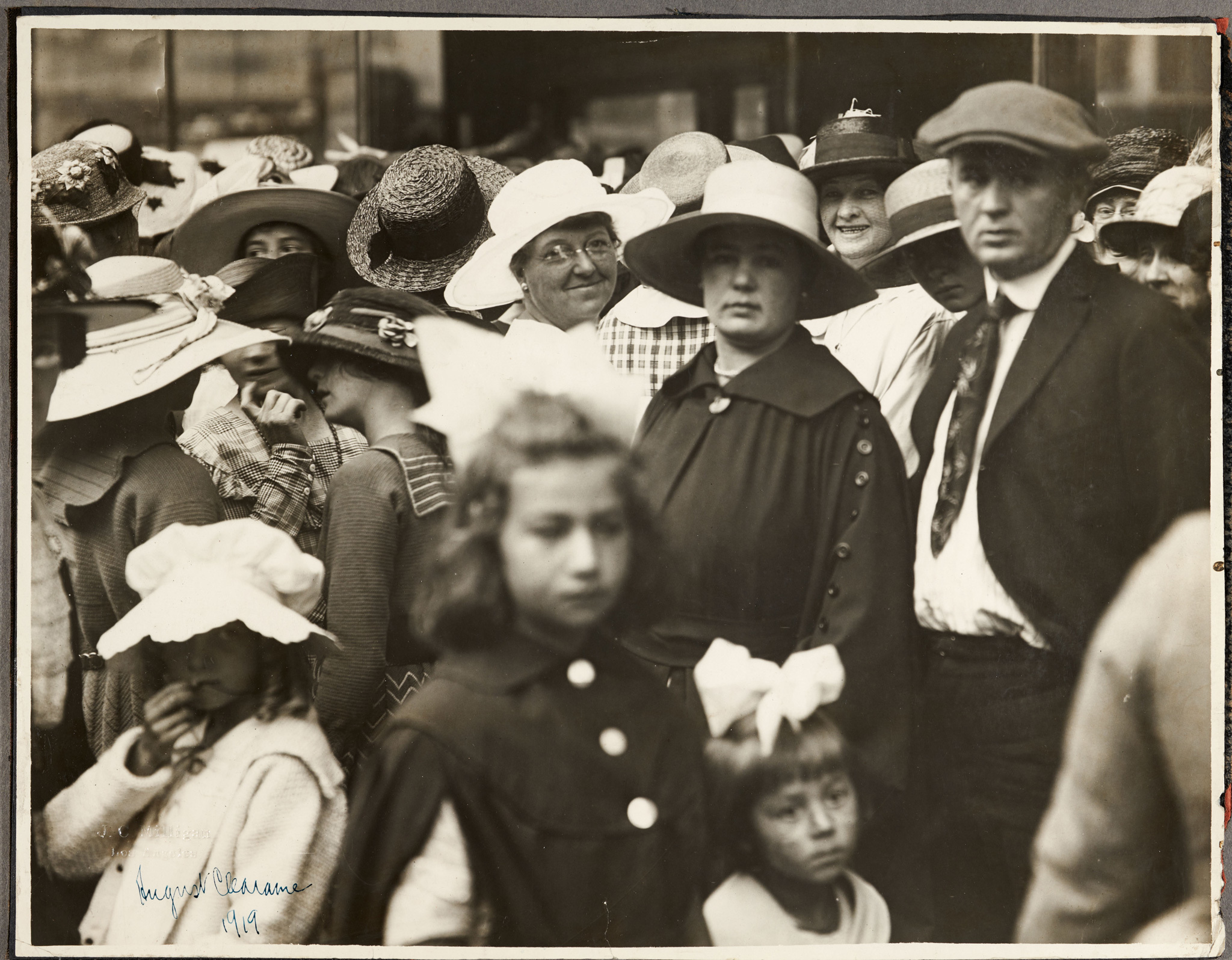 J. C. Milligan, Crowds at Bullock's Department Store, Broadway, Los Angeles, August 1919.