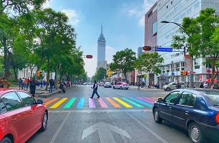 Paso peatonal pride lgbt en Reforma