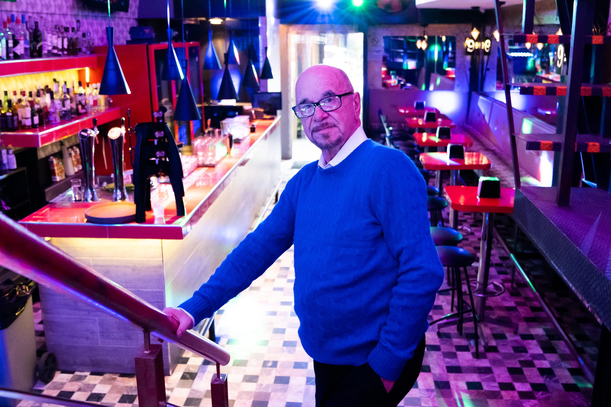 Henrie Donadieu latente en la escena LGBTTTI con nuevo libro y su icónico bar El 9