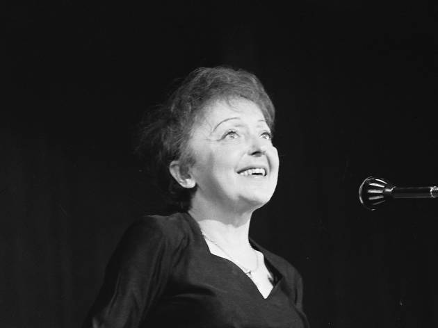 Edith Piaf on stage