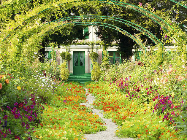Get lost in the world's prettiest botanical gardens