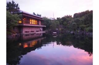 日本庭園で麦酒を味わう ~華の宵~