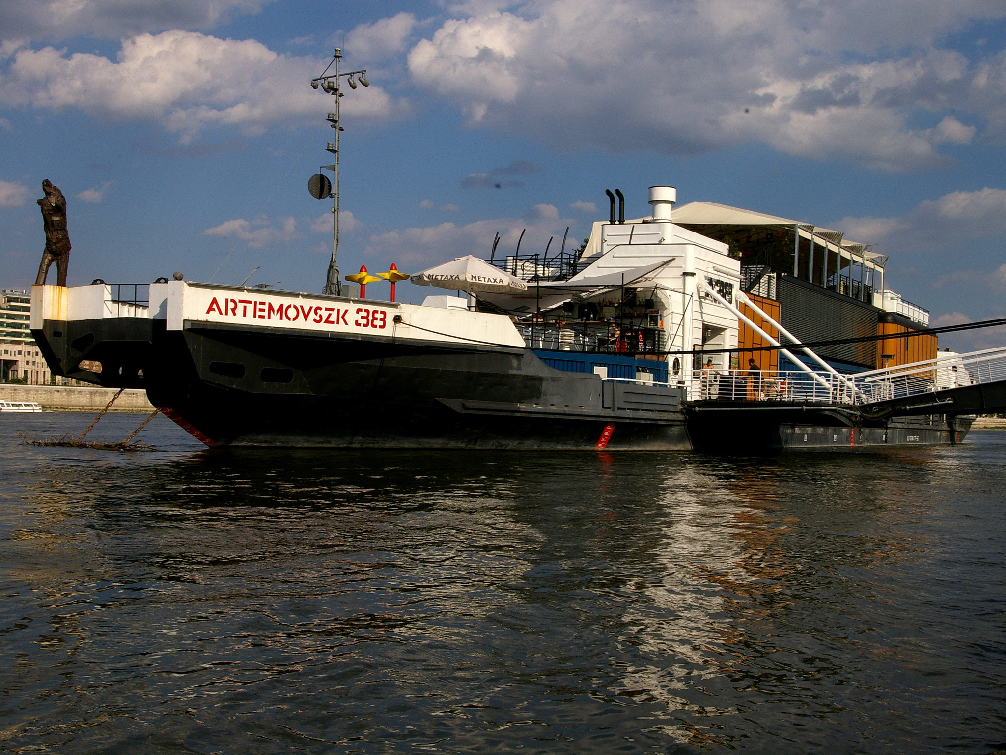 A38 floating cultural centre and bar complex in Budapest
