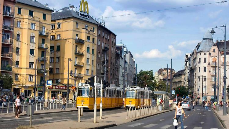 Teams in the Bartòk neighbourhood of Budapest