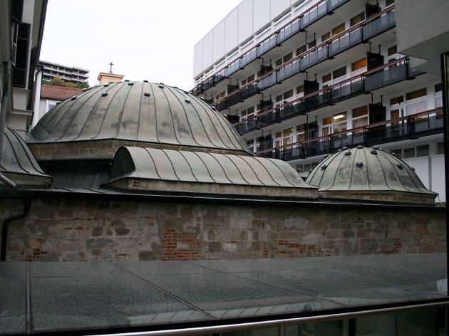 Veli Baj thermal bath complex in Budapest