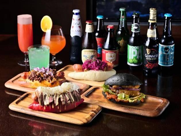 世界のビアカクテルと楽しむバーガー&ホットドッグ