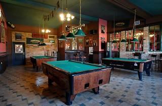 River pub