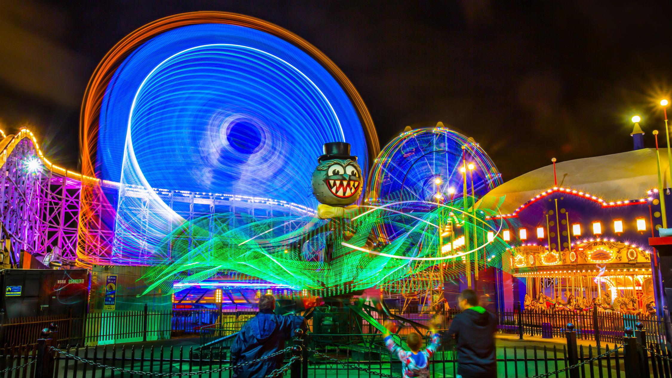 Luna Park rides at night