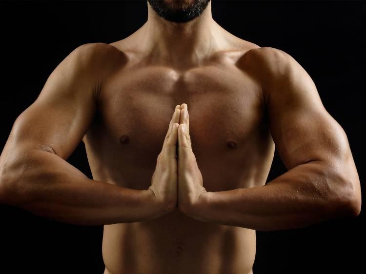 Naked Yoga CDMX, una práctica entre hombres gay sumamente enriquecedora