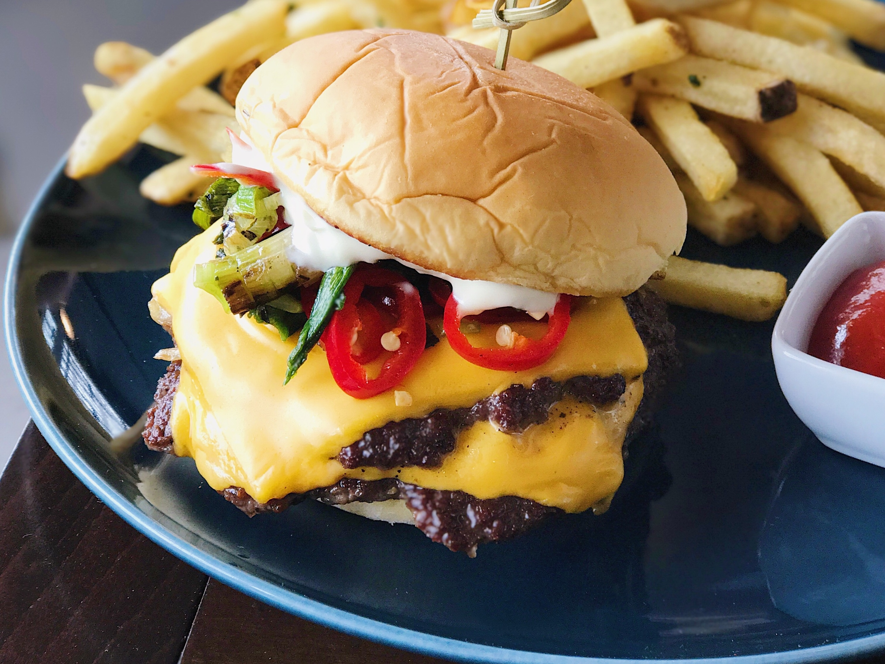Mister O's Studio City cheeseburger