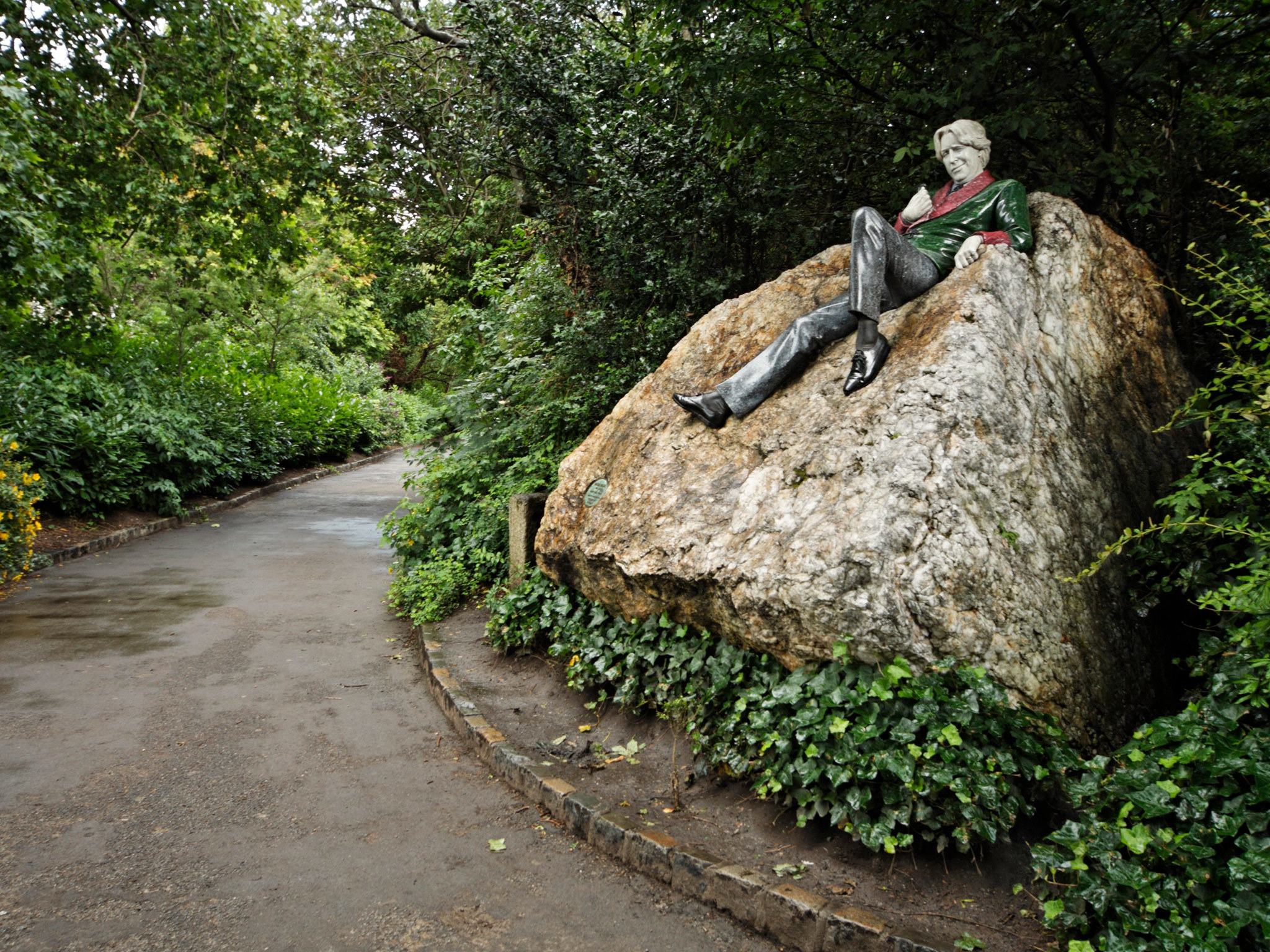 The Oscar Wilde statue in Merrion Square park