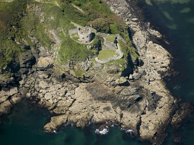 ST CATHERINE'S CASTLE, FOWEY Aerial view of the castle showing its strategic positioning close to Fowey harbour.  24647_029