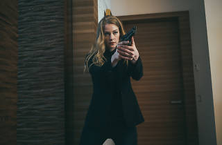 Movie still of a woman holding a gun from Russian movie Hero.