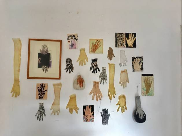 Cynthia Fusillo: Hands on the wall, 2017-18.
