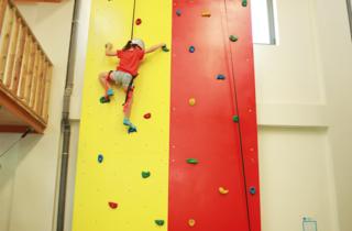 A parede de escalada de sete metros do Anima Park