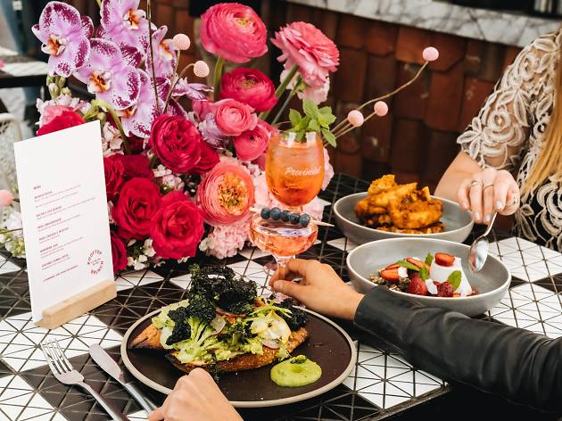 Smashed avo and cocktails on a table filled flowers