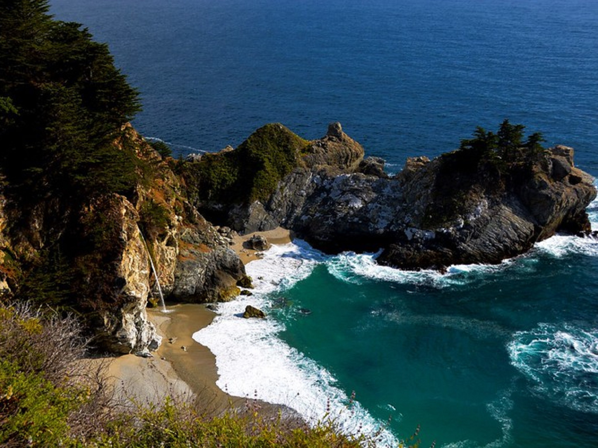 The Pacific ocean with tall cliffs