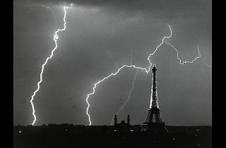 André Kertesz. Paris a l'estiu, una tarda de tempesta, 1925