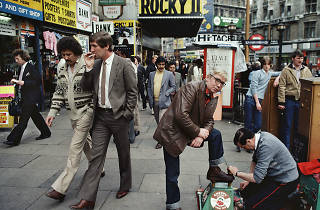 'Shoes polisher, Rocky II, etc, Piccadilly' by William Klein (1980