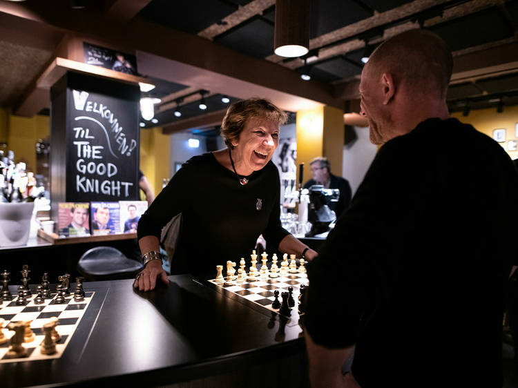 Um bar de xadrez
