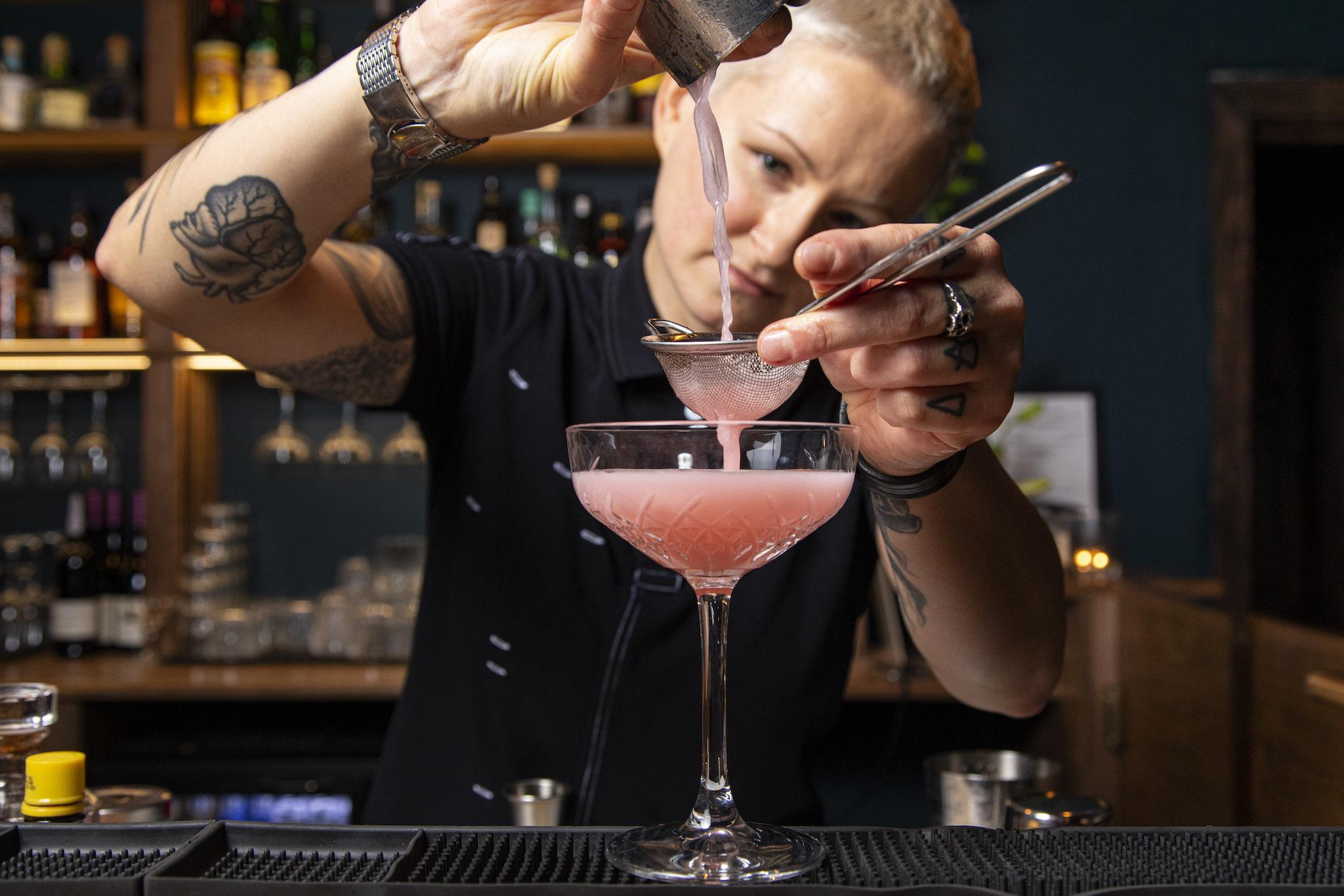 Mona's Bar, Tottenham