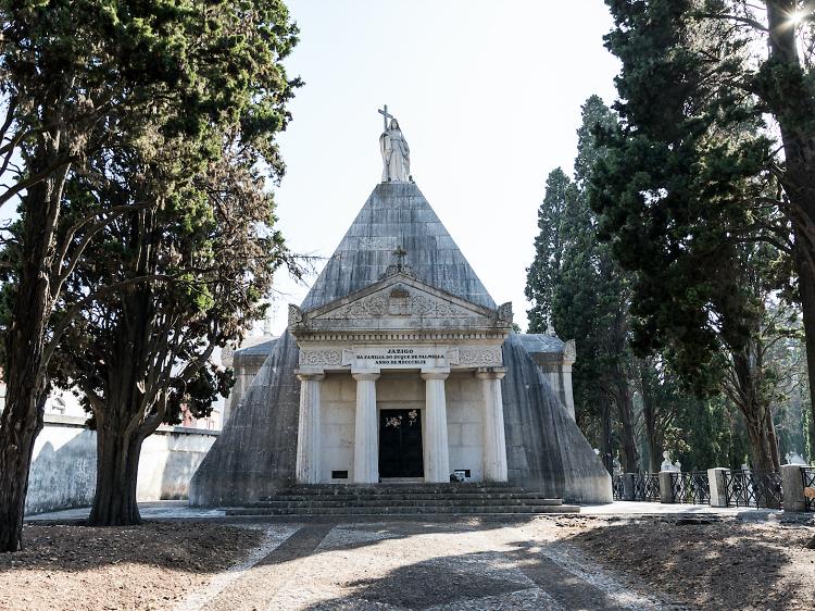 O mega jazigo do Cemitério dos Prazeres