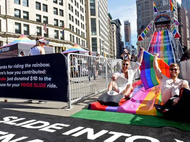 Escorrega arco-íris em Nova Iorque