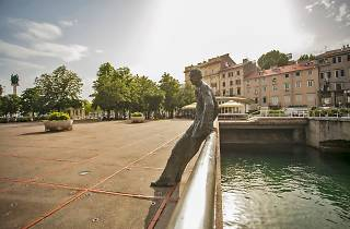 Janko Polić Kamov Statue