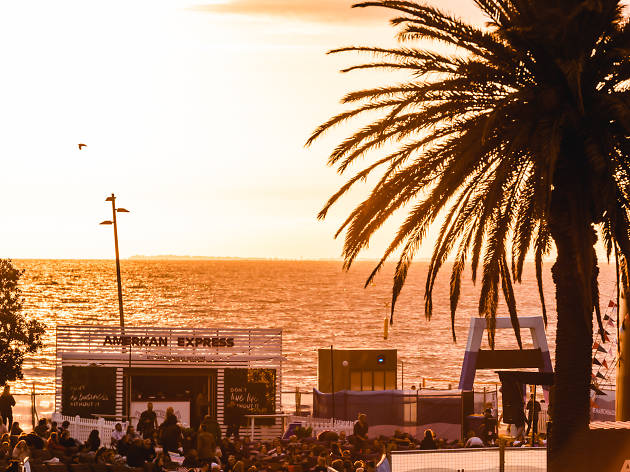 Sun sets over St Kilda with cinema crowd