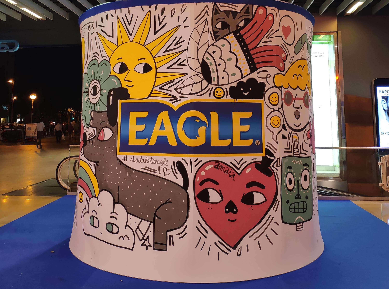 Dissenya la teva pròpia llauna d'Eagle!