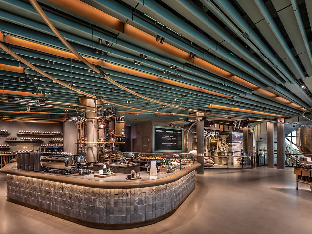 A first look inside the world's largest Starbucks in Chicago