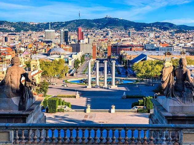 Private Barcelona Exclusive Tour by Mercedes Minibus and Personal Expert Guide