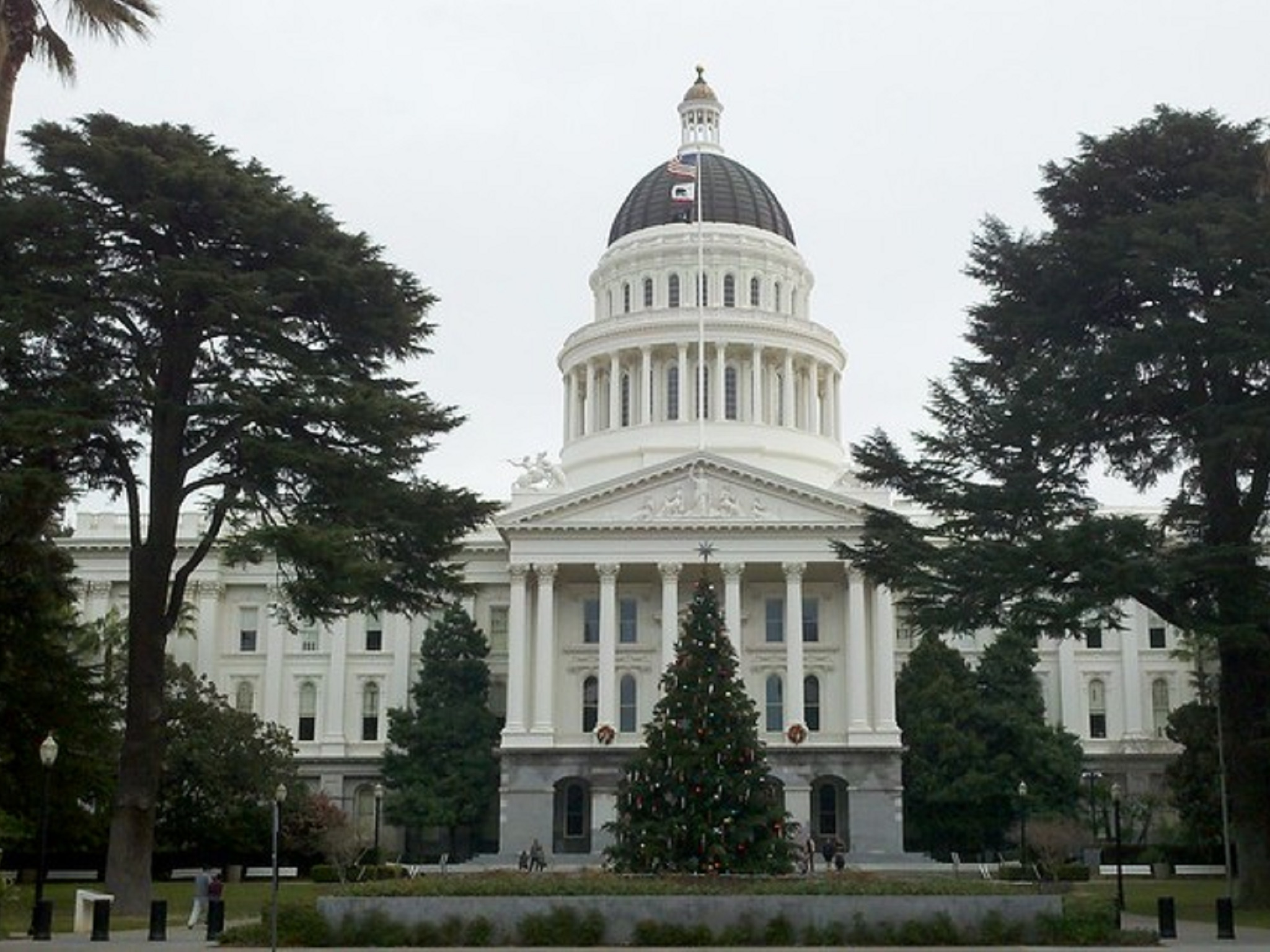 The front of the California State Capitol building