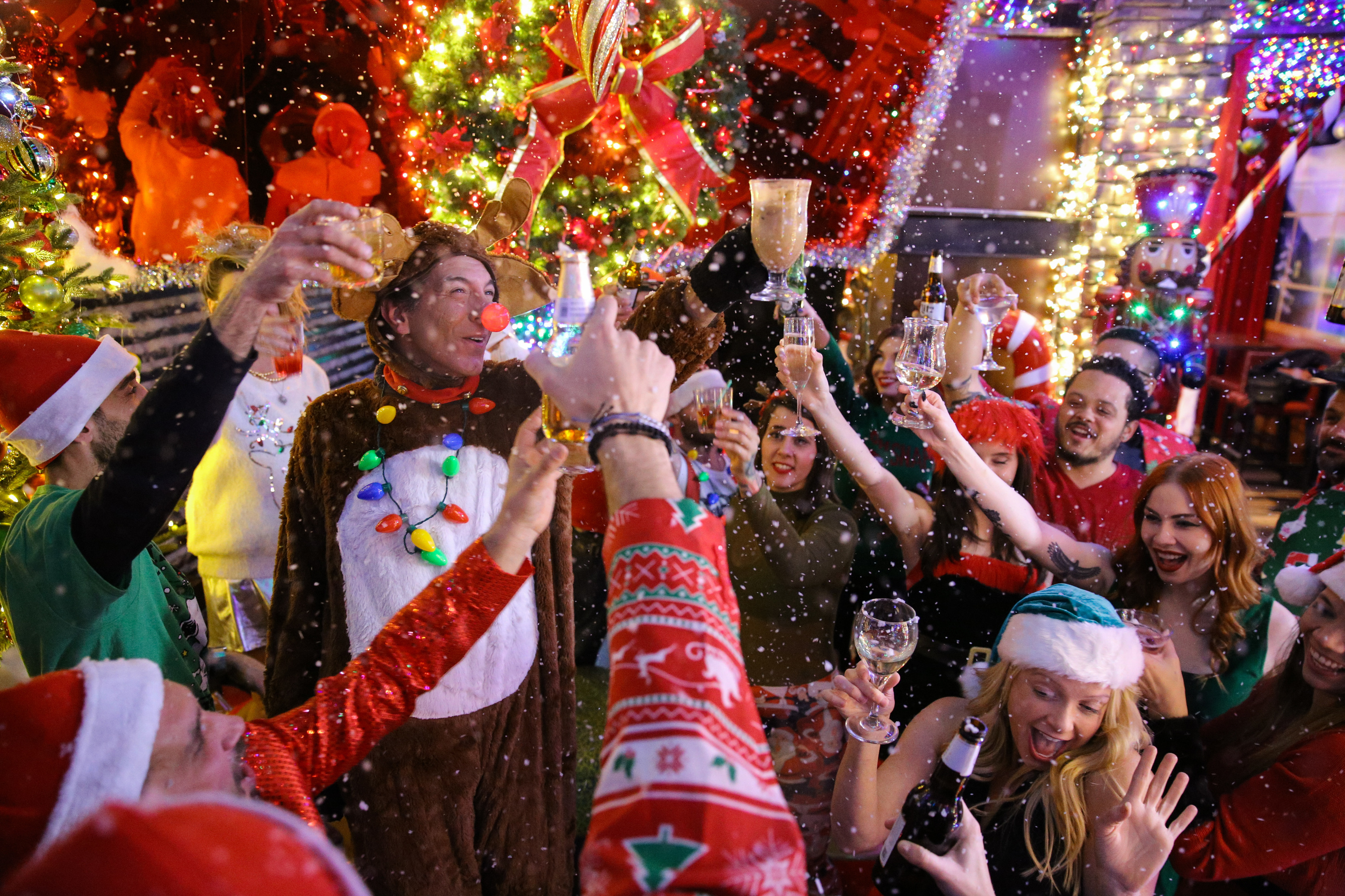 Frosty's Christmas Bar | Nightlife in Chicago