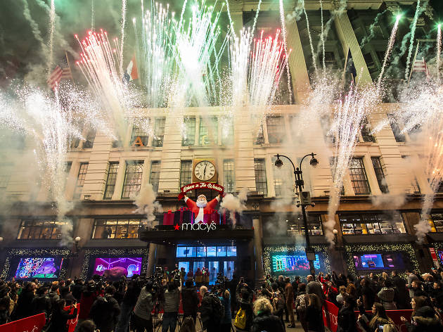 Macy's holiday windows have been unveiled, and the display is super festive!
