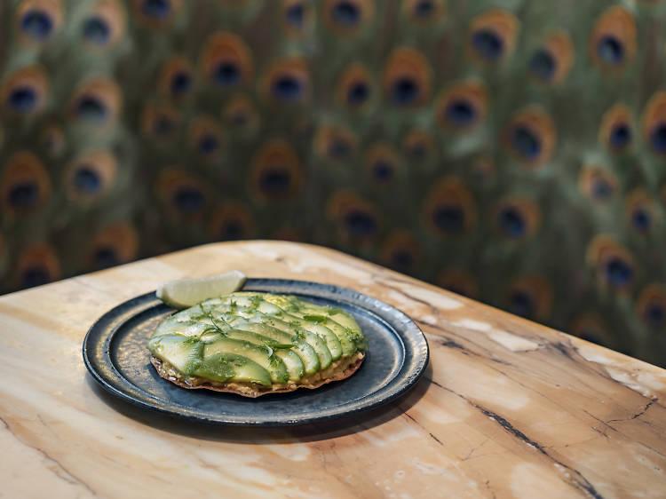 La galette tourteau/avocat/curry du Bar des Prés