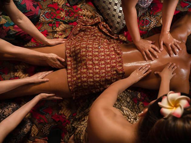 Massatge a vuit mans