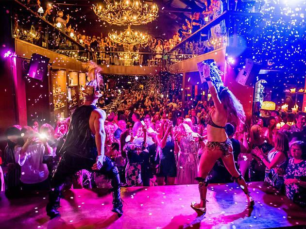 Performers at Alma de Cuba