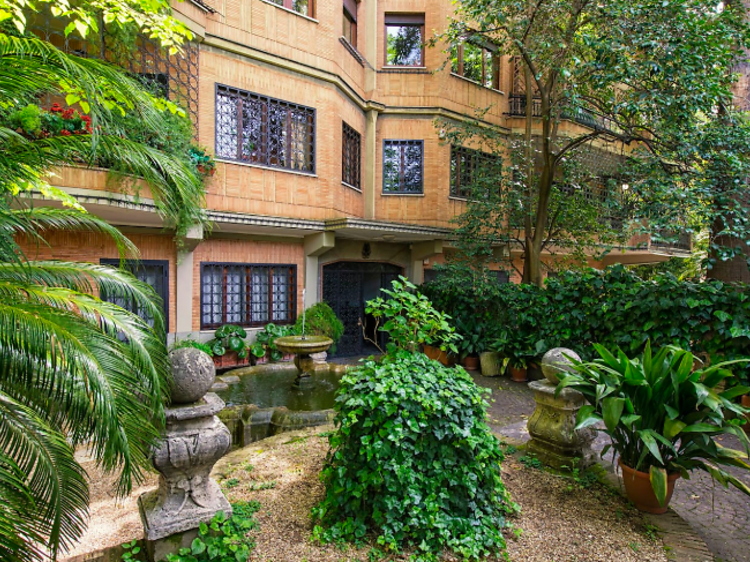 Large apartment with private garden