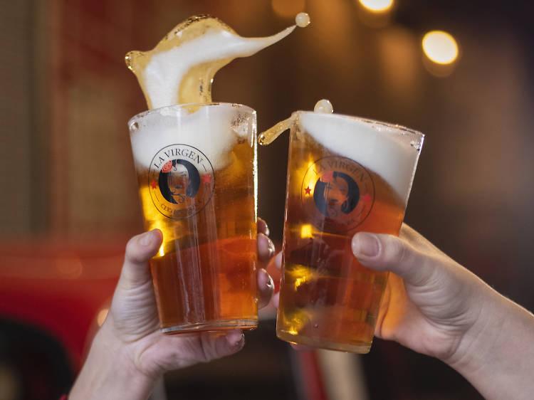 Porque la segunda cerveza es gratis...