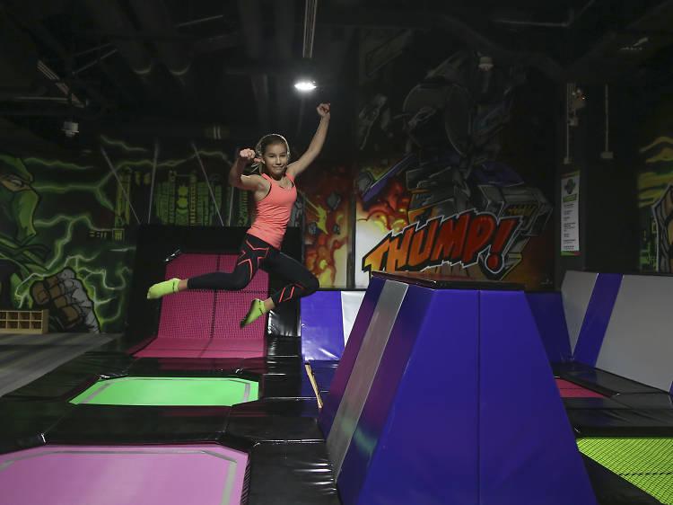 飛力高彈翻床:澳門首家大型室內蹦床