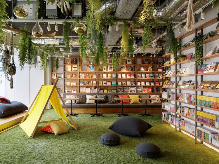 Um hotel-livraria