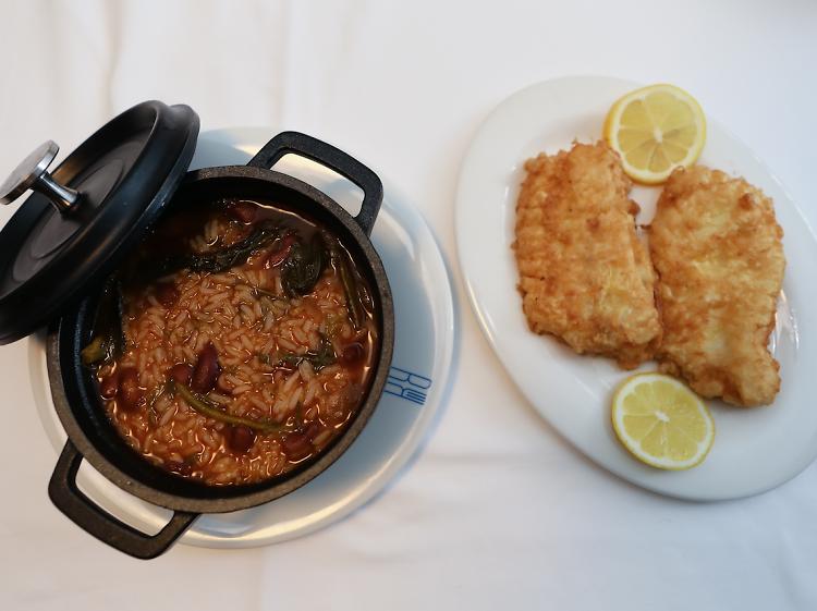Filetes de pescada com arroz de feijão