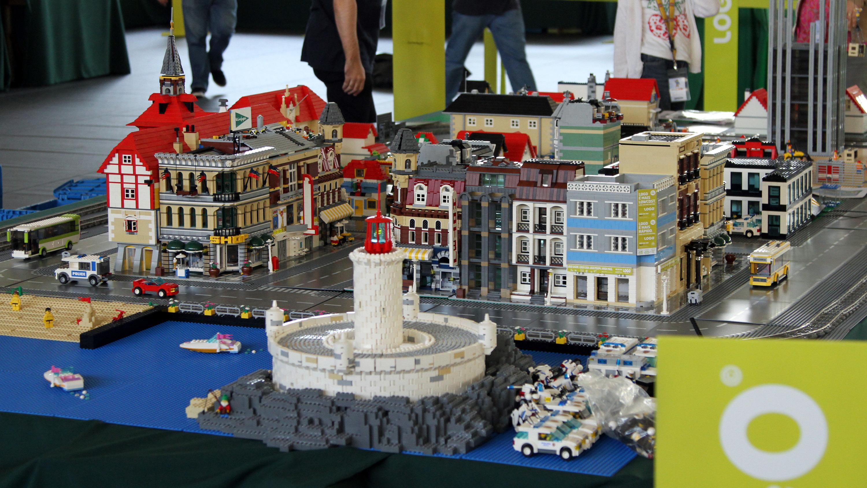 Oeiras brinca aos legos com mais de seis milhões de peças