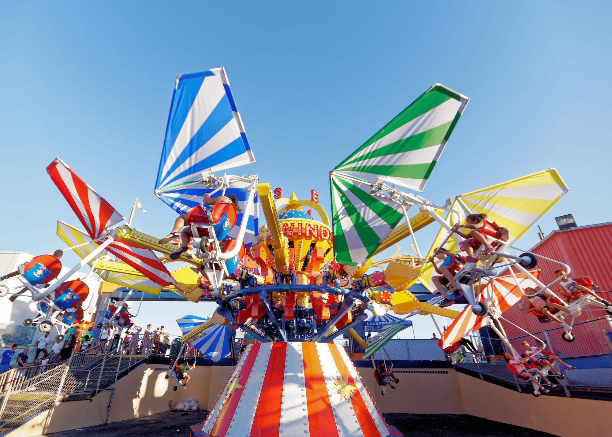 rides attractions luna park melbourne
