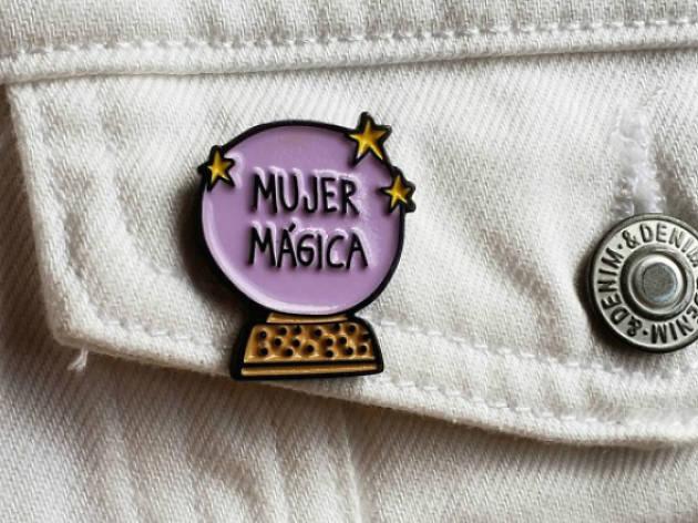 Pin mujer mágica