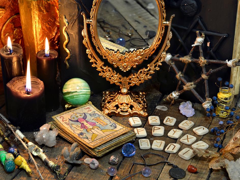 Brujas modernas: guía para entrarle a la magia y al tarot